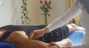 Gua sha dient der Ausleitung pathogener Faktoren mittels einer Hautreiztherapie.